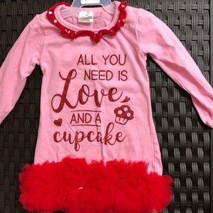 All you need is love and a cupcake : tunic